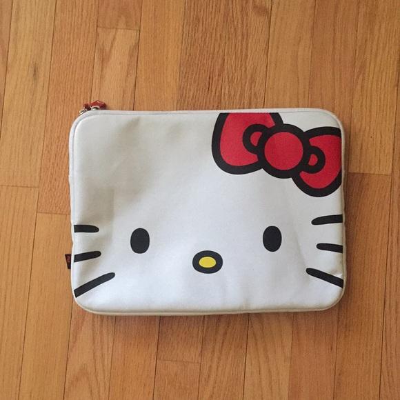 828338661 Hello Kitty Laptop case. M_5ad8f442daa8f693c1b526a3
